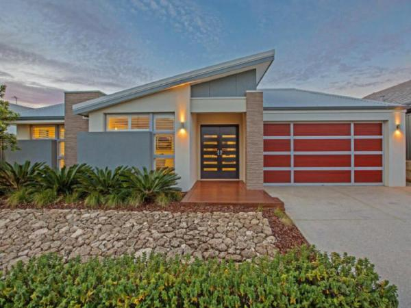 Magnificent Beach Retreat Holiday Home Perth