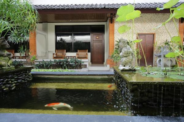 RedDoorz @ Raya Pantai Kuta Bali
