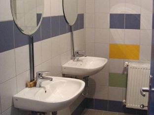 Broadway Hostel Budapest - Bathroom