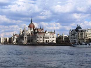 Broadway Hostel Budapest - Nearby Attraction