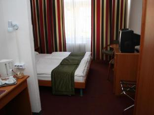 Hunguest Hotel Griff Budapest - Golf Course