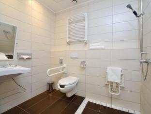 Promenade City Hotel Budapest - Disabled bathroom