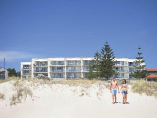 Seashells Scarborough Perth - Directly opposite Scarborough Beach