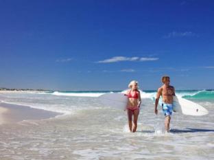 Seashells Scarborough Perth - Beach