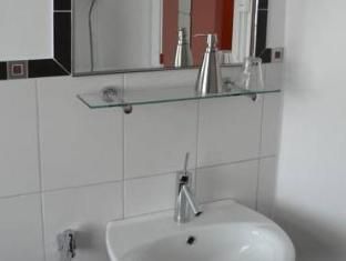 Economy Hotel Utrecht - Bathroom