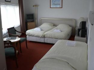 Economy Hotel Utrecht - Triple Room