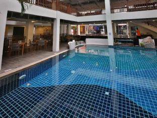 Sunshine Hotel & Residences Pattaya - Swimming Pool