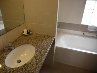 Sunshine Hotel & Residences Pattaya - Bathroom