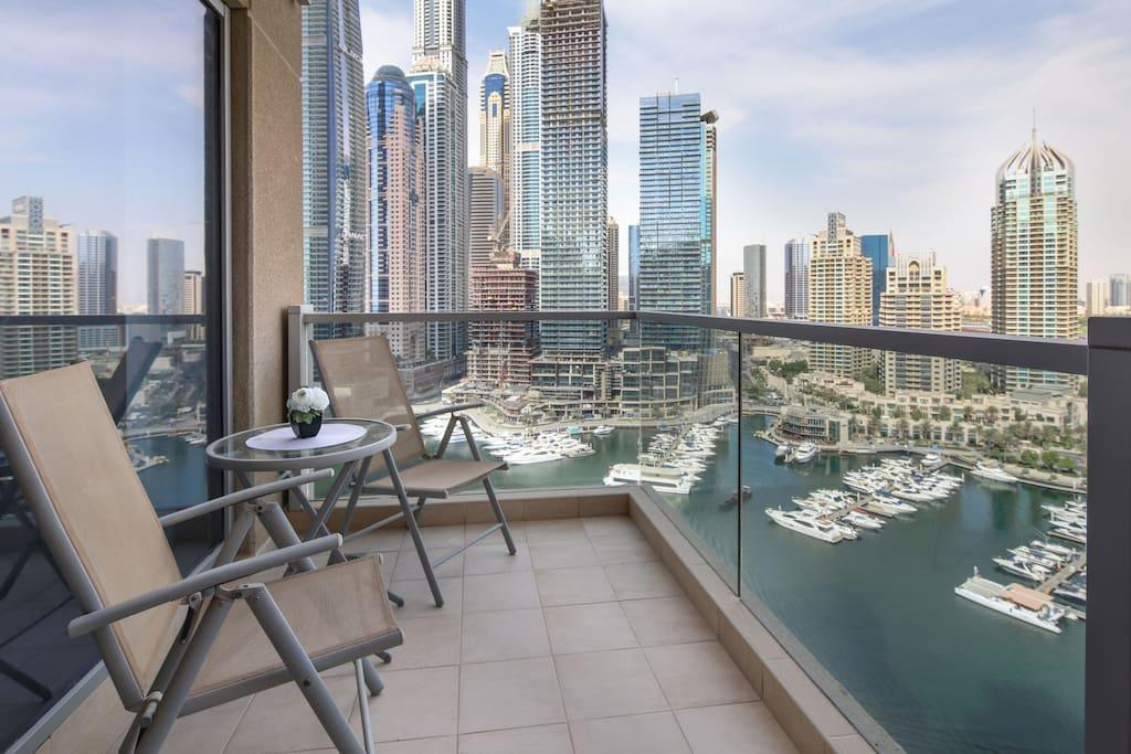 Gorgeous And Spacious 3BR With FULL Marina Views