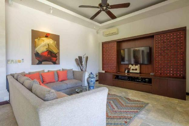 Stunning Kejora Villa -Secure Beachfront complex
