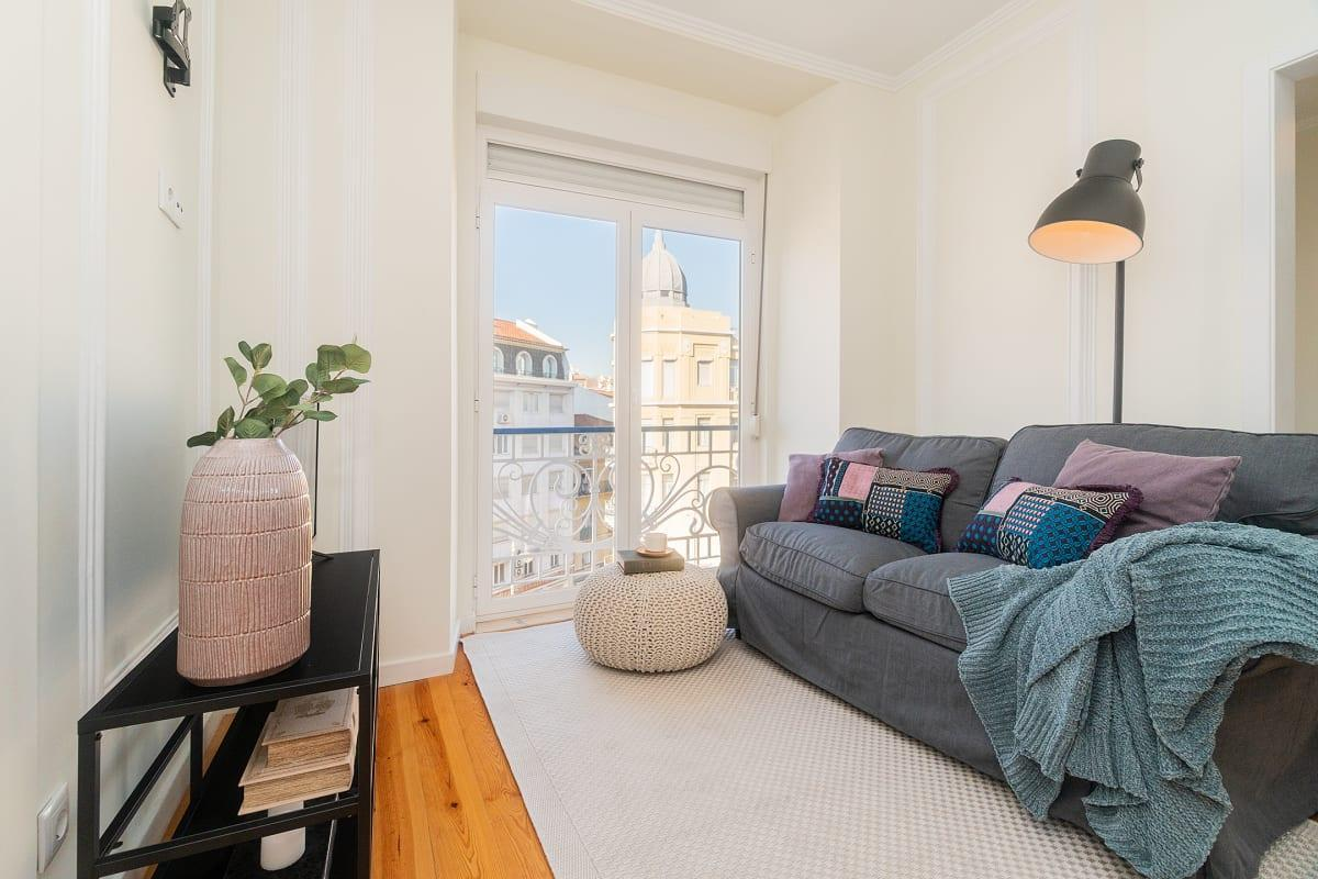 Bright Flat For 10 In The Heart Of Lisbon