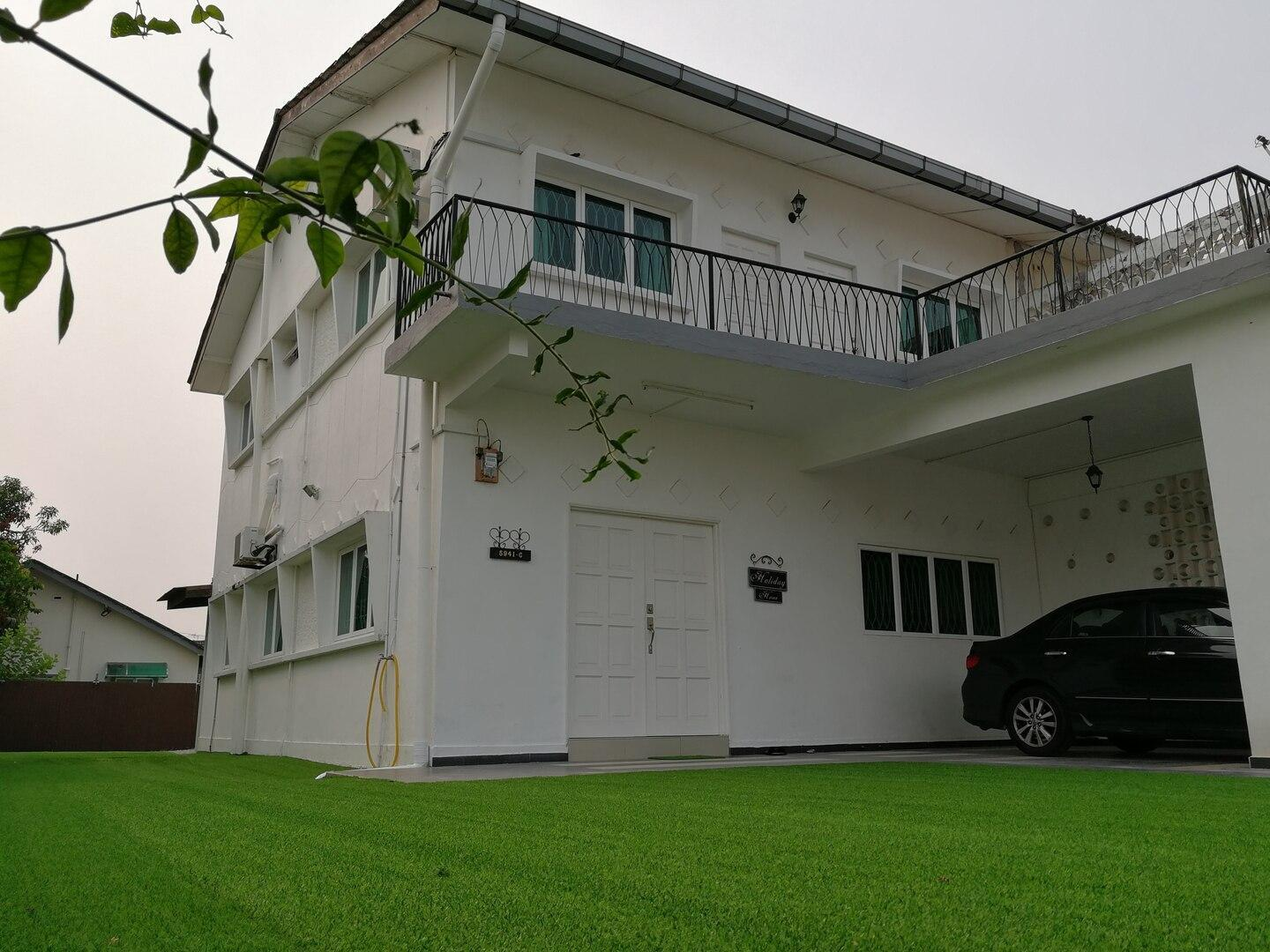 W1 HomeStay  2 Stories Banglo