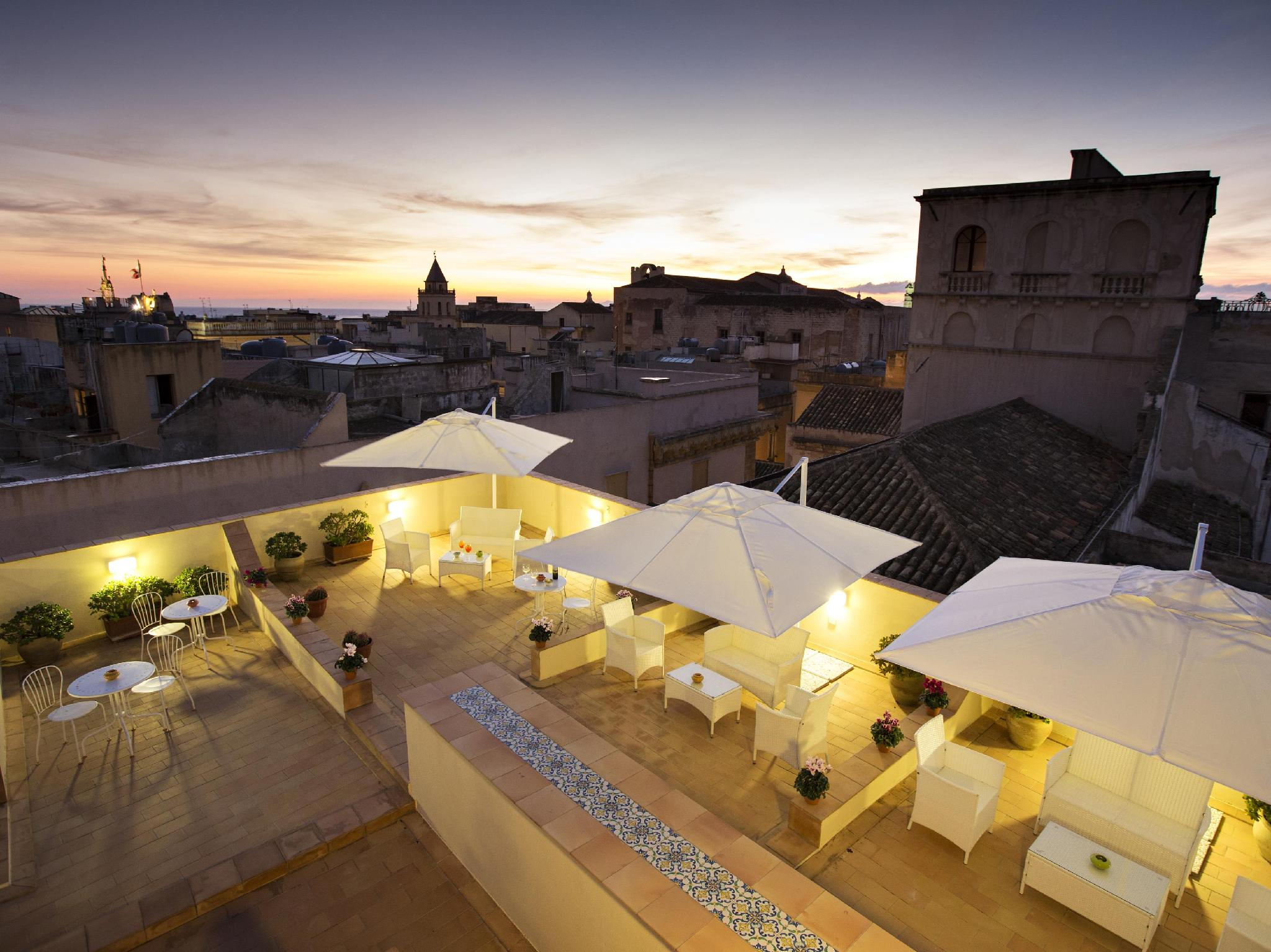 Townhouse in Trapani on the beach