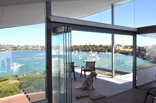 Fremantle Dream - River-front Architect Home & Walk to Beach
