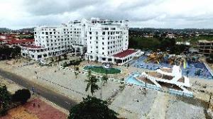 โรงแรมไวท์ แซนด์ พาเลซ (White Sand Palace Hotel)