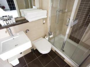 Blue Rainbow ApartHotel Manchester - Bathroom