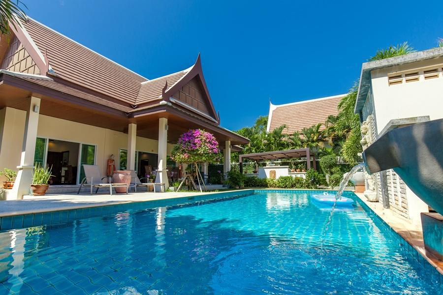 Vibrant and Spacious Family Villa with Pool Vibrant and Spacious Family Villa with Pool