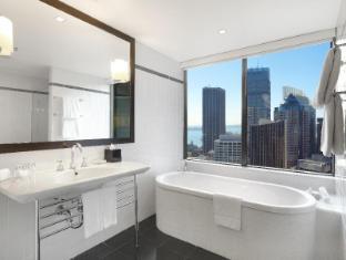Amora Jamison Hotel Sydney - Corner King Bathroom