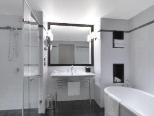 Amora Jamison Hotel Sydney - Bathroom