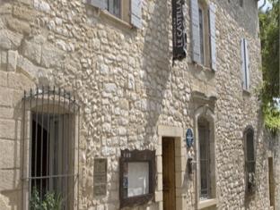 Hostellerie Le Castellas   Les Collectionneurs