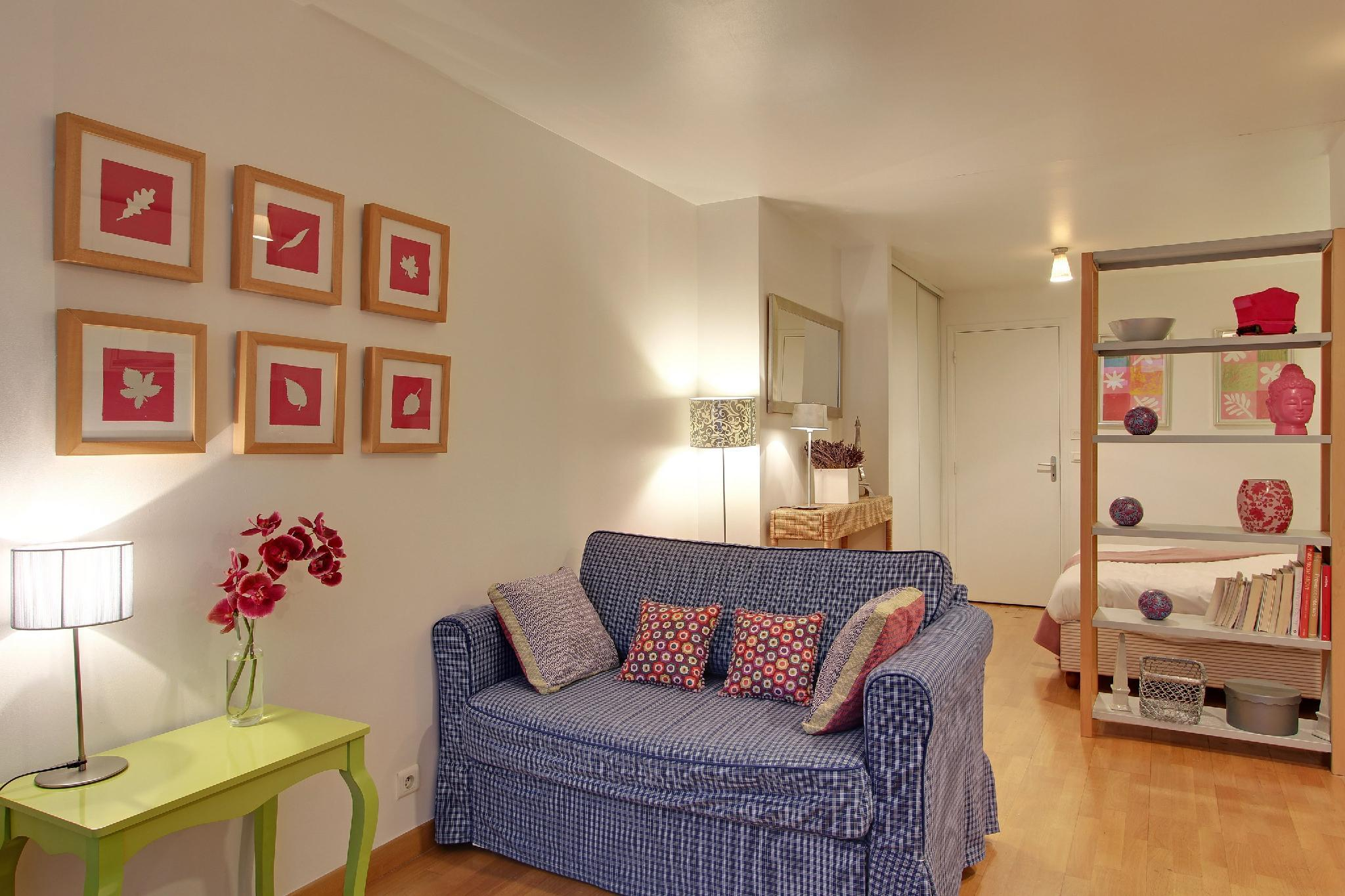 S09278 - Studio with patio for 3 people, Grand Boulevards