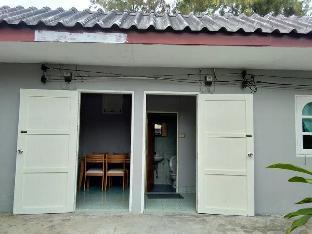 Restaurant & Mini Resort 3 PINONG บังกะโล 2 ห้องนอน 1 ห้องน้ำส่วนตัว ขนาด 40 ตร.ม. – ชายหาดชะอำ