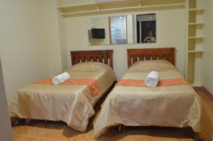 picture 2 of Manora Apartments and Guest House