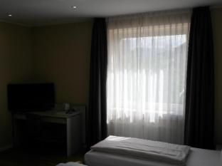 Hotel Attache Frankfurt am Main - Guest Room