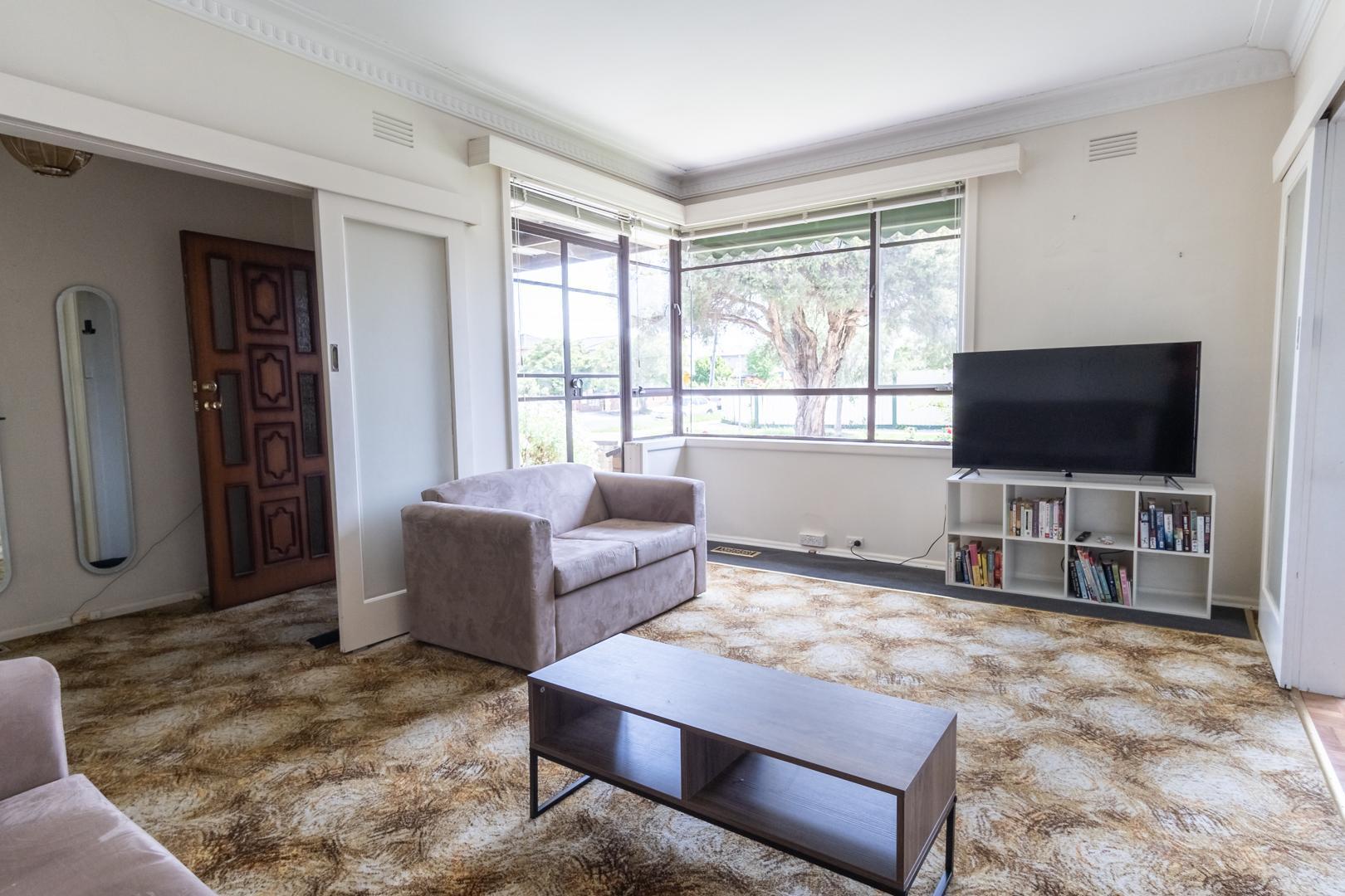 3 Bedroom Family House, Large Backyard, Netflix