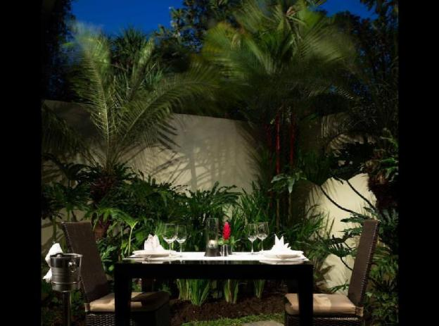 Deluxe room and romantic dinner + Breakfast