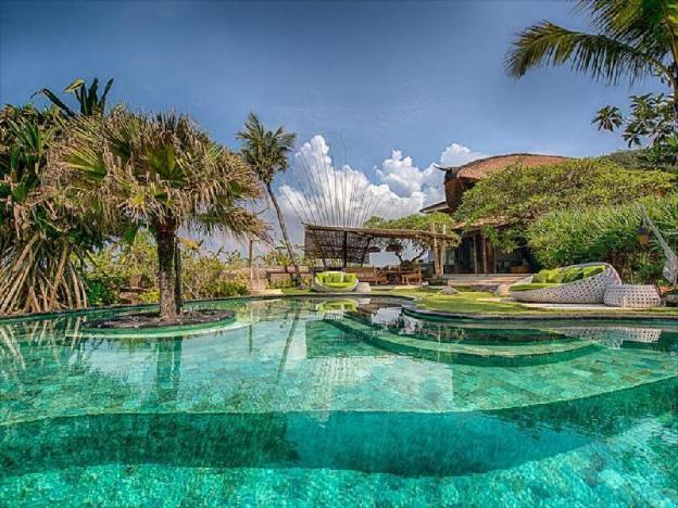Two BR beachfront villa Private pool-Breakfast SVC