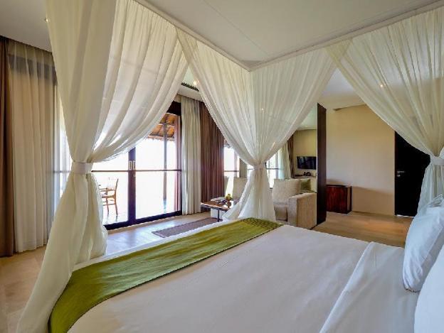 OneBR Ocean View Suite with a Bathtub - Breakfast