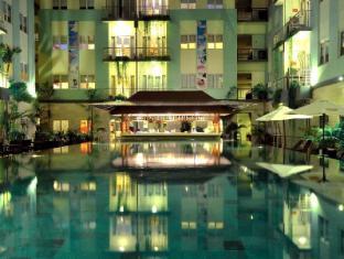 HARRIS Hotel & Residences Riverview Kuta Bali - Main swimming pool with pool bar