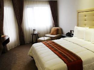picture 2 of Castle Peak Hotel