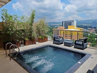 Castle Peak Hotel Cebu City - Kolam renang