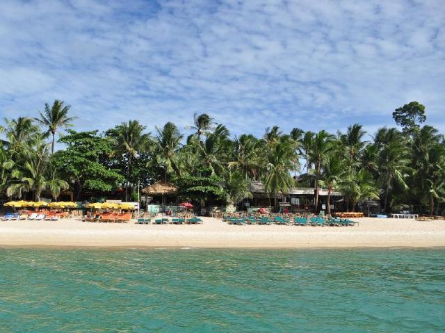 โคโคนัท บีช รีสอร์ท – Coconut Beach Resort