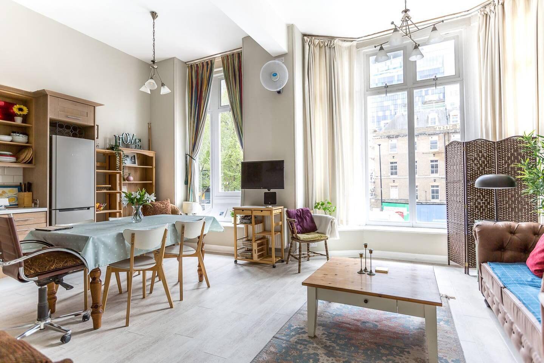 Bright Two BR Period Apartment in Whitechapel