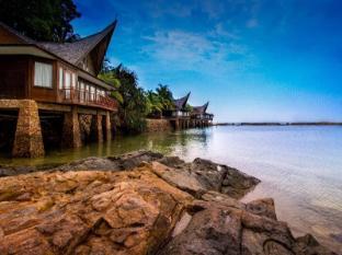 Batam View Beach Resort Batam Island - Mingakabau-Roof Style Villa By The Sea