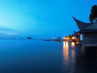 Batam View Beach Resort Batam Island - Villa Night View
