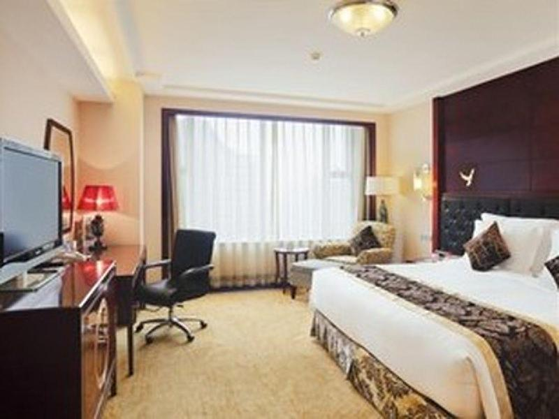 1 King Bed Deluxe Suite Smoking
