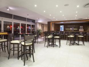 Circa Luxury Apartment Hotel Cape Town - Bar & Wine Lounge