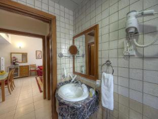 La Villa Najd Hotel Apartments Dubai - Bathroom