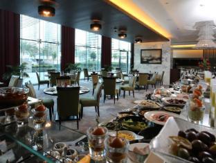 Bonnington Jumeirah Lakes Towers Hotel Dubai - The Cavendish Restaurant
