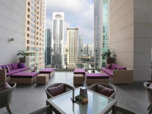 Bonnington Jumeirah Lakes Towers Hotel Dubai - The Pool Bar