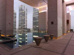 Bonnington Jumeirah Lakes Towers Hotel Dubai - Swimming Pool
