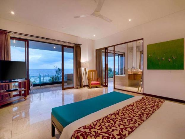 5 BR Fabulous Pool Villa Beach Front - Breakfast