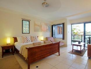 at Waterfront Whitsunday Retreat Hotel Whitsunday Islands - Balcony Spa Suite