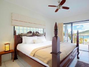 at Waterfront Whitsunday Retreat Hotel Whitsunday Islands - Jacuzzi Penthouse
