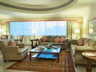 City Seasons Suites Dubai - Deluxe Family Suite