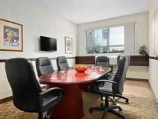 Ramada Limited Richmond (BC) - Suite Room